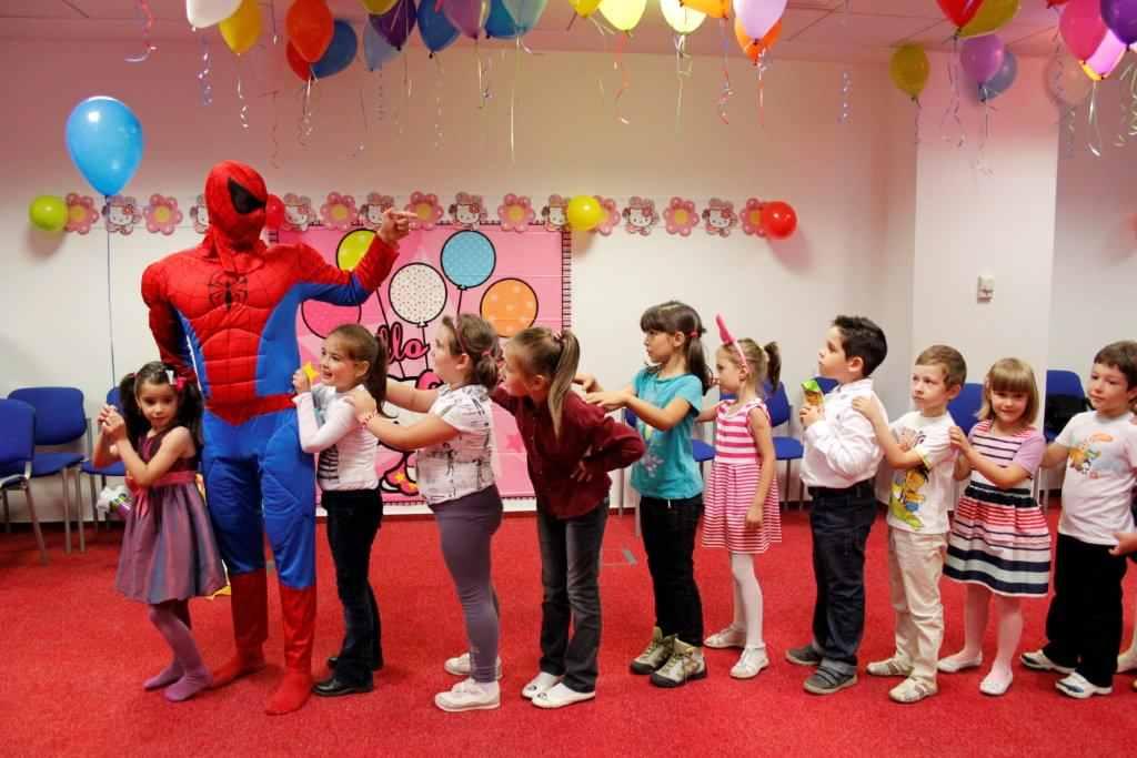animator spiderman cu copii