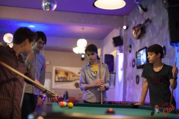 Petreceri adolescenti, biliard