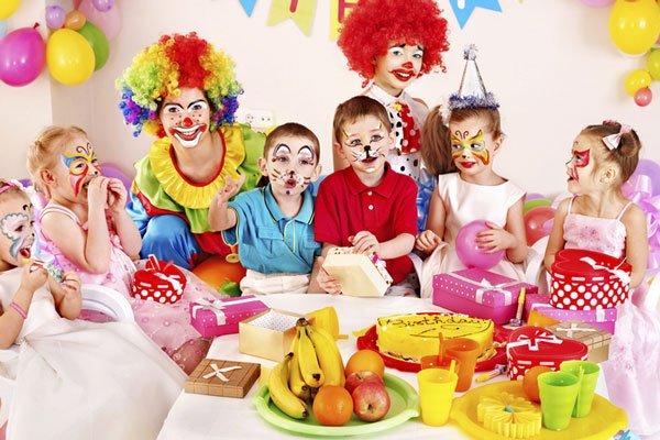 petreceri copii clovni