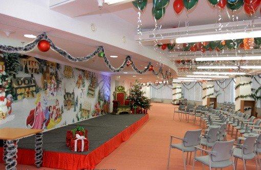 Decoratiuni spatii pentru petrecerea de Craciun pentru copii la firma
