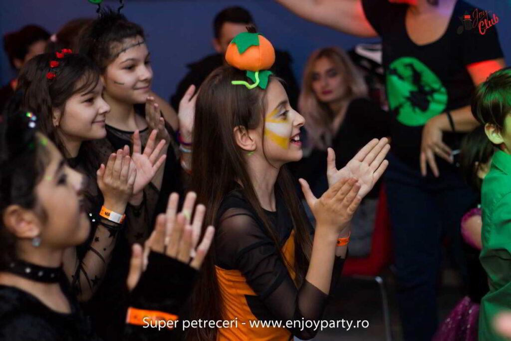 Joy Club spectacol la petrecere tematica de Halloween pentru copii in Bucuresti