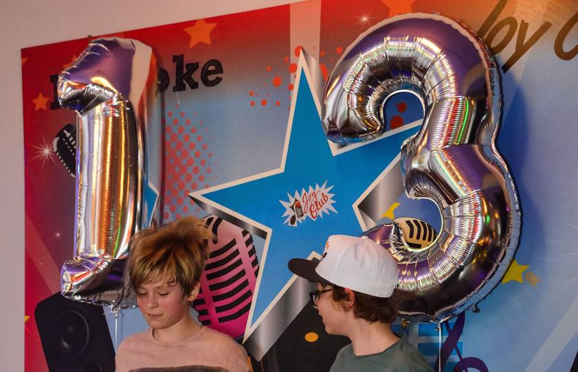 petreceri adolescenti joy club baloane aniversare copii 13 ani